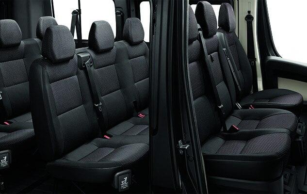 d couvrez le peugeot boxer combi transport jusqu 39 9. Black Bedroom Furniture Sets. Home Design Ideas