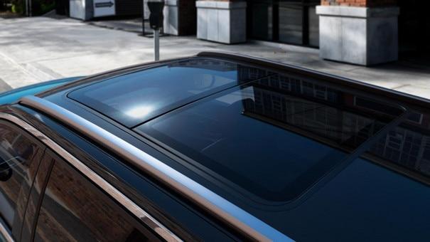 Новиот SUV PEUGEOT 5008: панорамски сончев кров