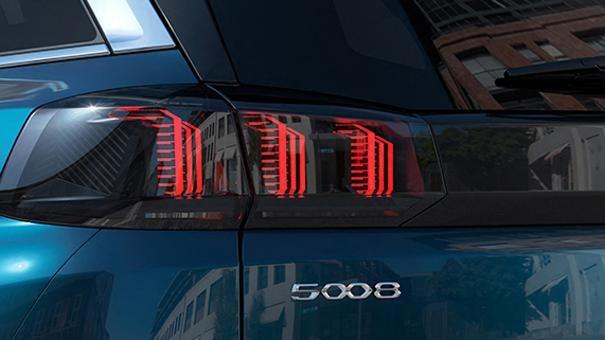 Новиот SUV PEUGEOT 5008: Светла во форма на 3- лавовски канџи