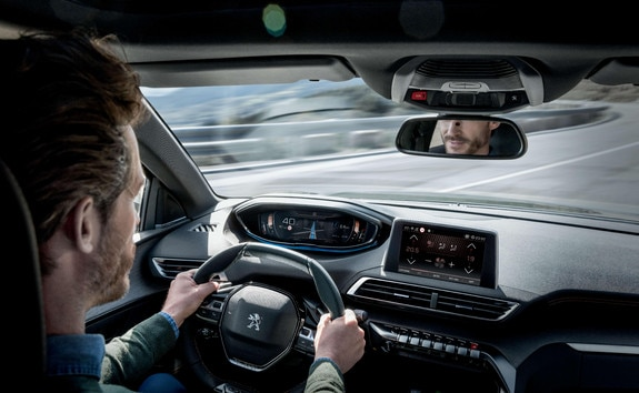 SUV PEUGEOT 3008 HYBRID4 : Alerte attention conducteur