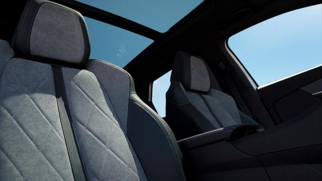 SUV PEUGEOT 3008 HYBRID4 : Tissus  Alcantara® gris Gréval