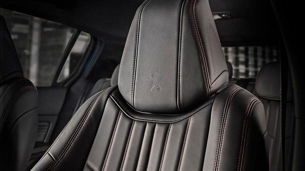 PEUGEOT 308 : sièges enveloppants avec surpiqûres