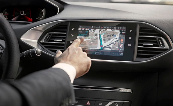 PEUGEOT 308 : écran tactile capacitif au nouvel aspect brillant