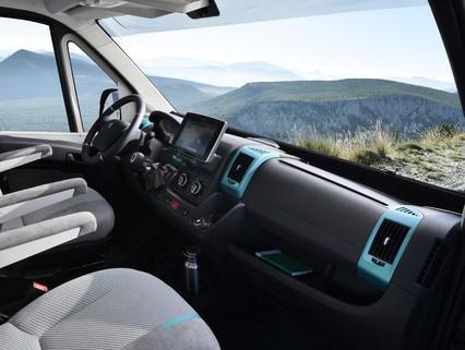 PEUGEOT BOXER 4x4 CONCEPT : ALPINE, spécialiste des équipements multimédias embarqués s'est occupé du système d'infotainment et de navigation.