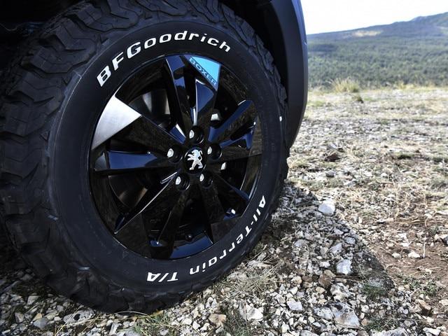 PEUGEOT BOXER 4x4 CONCEPT: 4 pneumatiques hautes performances viennent renforcer l'efficacité des 4 roues motrices.