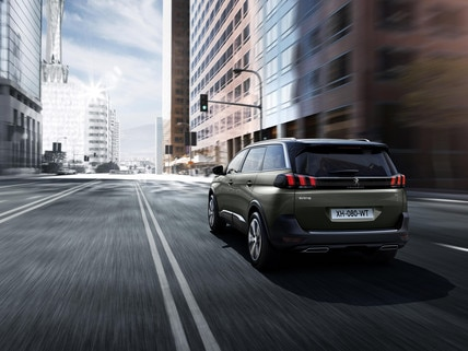 Nouveau SUV PEUGEOT 5008 GT : Carrure et puissance sportives