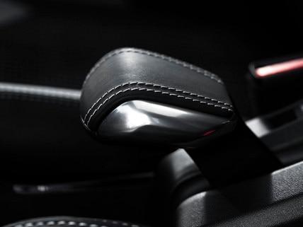 SUV PEUGEOT 2008 : frein à main