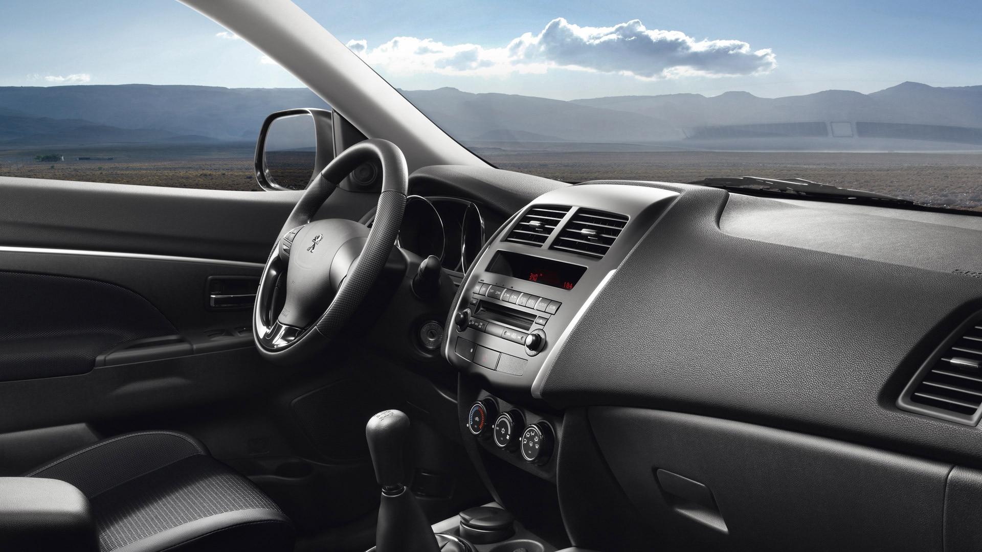 Voiture D Occasion >> Peugeot 4008 SUV   Photos et Vidéos