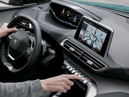 SUV PEUGEOT 5008: Navigation 3D connectée à reconnaissance vocale et services TomTom®
