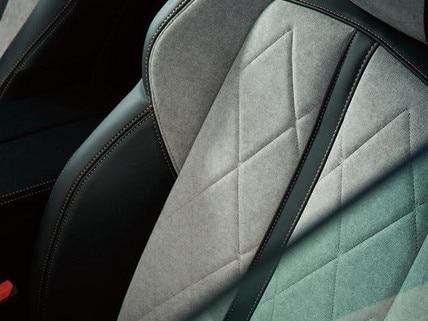 Nouvelle PEUGEOT 508 SW HYBRID GT- garnissage exclusif en Alcantara® gris Gréval