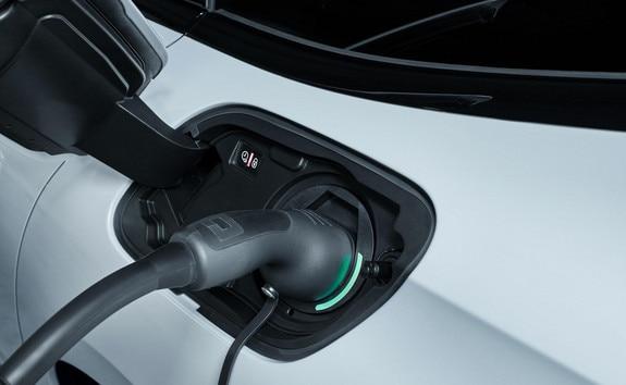 Nouvelle PEUGEOT 508 SW HYBRID, recharge de la batterie, Voyant lumineux trappe chargeur électrique